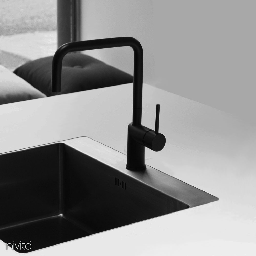 Llave de cocina negra